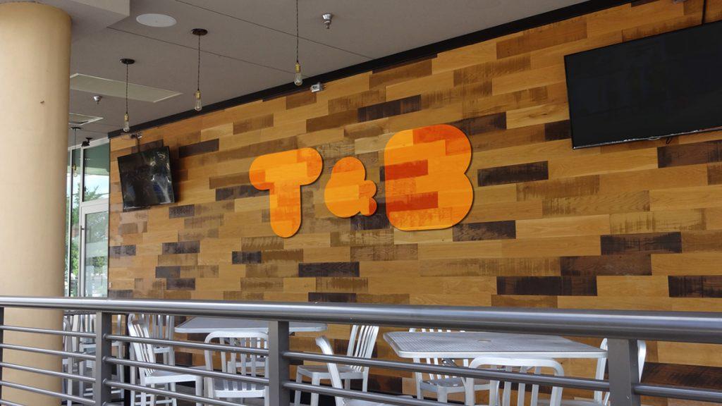 خلق هویت رستوران Toast & Bacon شیکاگو